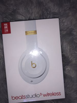White and gold beats studio 3 wireless, skyline collection. for Sale in Springfield, VA