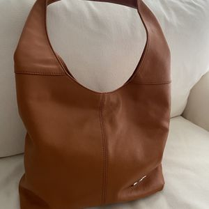 Italian Leather Hobo Bag Outside Zipper Pocket For Cell Phone And Zipper Closure With Zippered Inner Pockets. Size 15 X 9 for Sale in Boynton Beach, FL