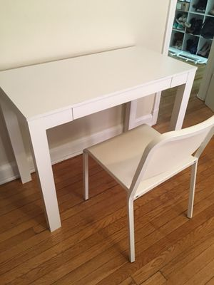 Ike's white table with chair for Sale in Hyattsville, MD