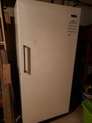 Frigidaire freezer excellent condition works great. for Sale in Clarksville, TN