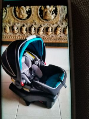 Graco car seat and base for Sale in Miami, FL