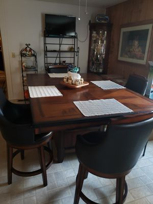 Table with 4 chairs for Sale in Kennewick, WA