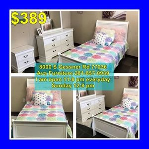 4 piece twin bed set for Sale in Houston, TX