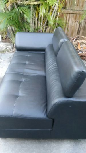 6 month old couch new year new couch for Sale in Hialeah, FL