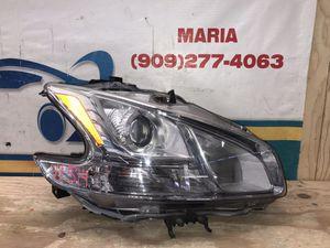 2009-2014 Nissan Maxima headlight RH for Sale in Jurupa Valley, CA