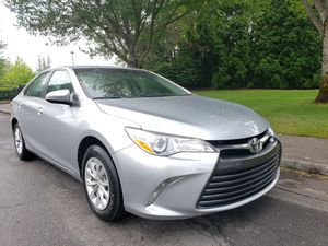2015 Toyota Camry le AUTOMATIC 4CYL very clean LOW MILES sport CAMERAS for Sale in Portland, OR