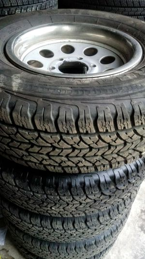 235/75R15 wheels/tires 6holes Chevy, Toyota, Nissan for Sale in Vancouver, WA