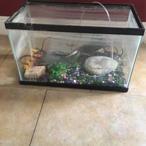 Fish Tank 10 Gallons for Sale in Kissimmee, FL