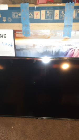 Samsung q50r 32 inch qled TV for Sale in Seattle, WA