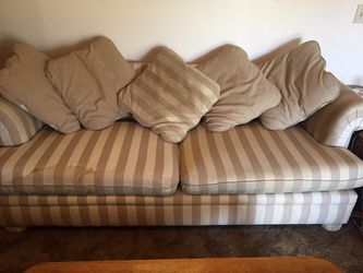Heavy Duty Couch Free for Sale in Sanger,  CA