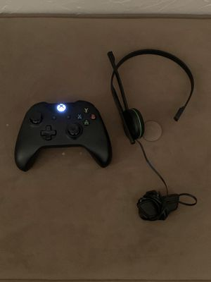 Xbox one controller and Xbox one headset for Sale in Kimberly, WI