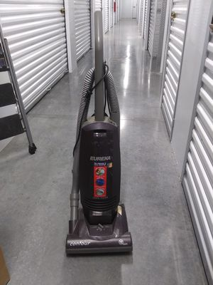 EUREKA vacuum for Sale in Cypress, CA