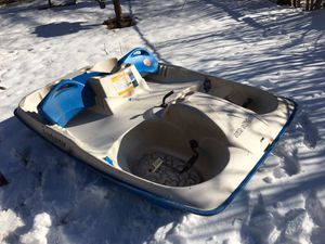 Sun dolphin sun slider pedal boat for Sale in Waterbury, CT