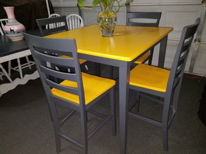 TABLE AND CHAIRS for Sale in Las Vegas, NV