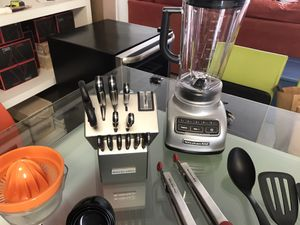 Kitchenaid bundle blender,knifes set , accessories for Sale in Miami, FL