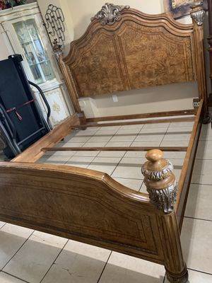 King bed frame and dresser with mirrors no mattress for Sale in Miami, FL