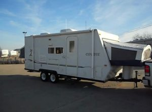 2004 Coyote hybrid camper EZ TOW for Sale in Phoenix, AZ