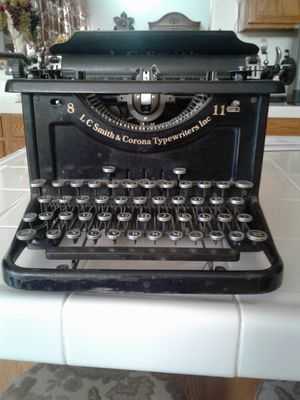 1930s Antique Typewriter by -LC Smith & Corona Typewriters Inc . In good working condition. $175 OR BEST OFFER for Sale in Stockton, CA