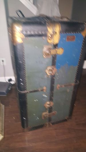 Steamer Trunk for Sale in Tampa, FL