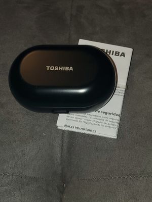 Toshiba AMP Truly Wireless Earbuds w/Charging Case for Sale in UPPR MARLBORO, MD
