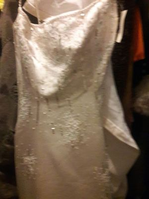 Wedding dress size 8 new for Sale in Detroit, MI