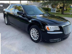 2013 Chrysler 300 3.6l engine 4 door sedan for Sale in Miami, FL