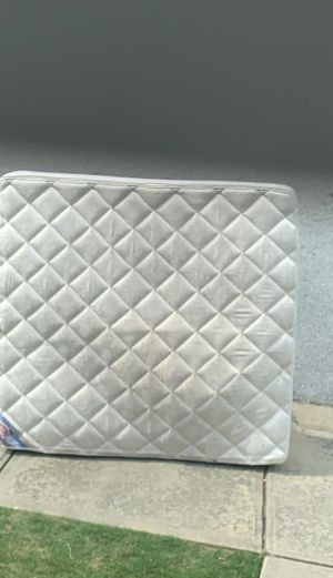Free King mattress to be picked outside of my house ASAP for Sale in Lawrenceville, GA