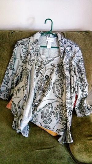 LADIES BLOUSE AND NECKLACE for Sale in Pineville, LA