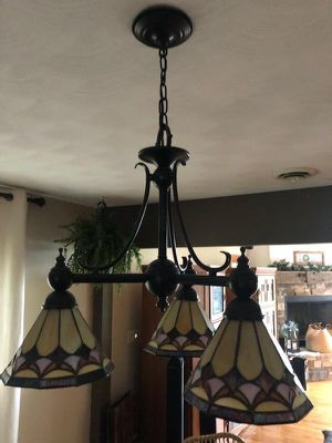 Quoizel 3 light Tiffany Pendant chandelier for Sale in Plainfield, IL