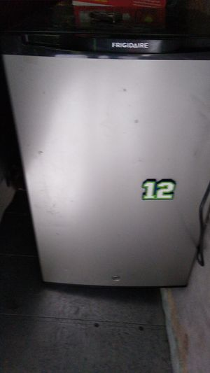 Frigidaire fridge for Sale in Glenwood, OR