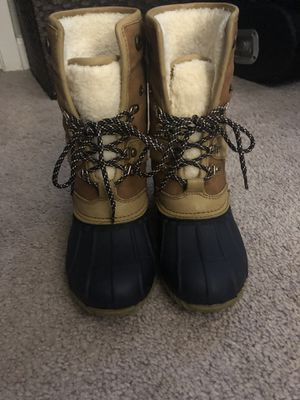 Tommy Hilfiger snow boots size 6 for Sale in Alexandria, VA