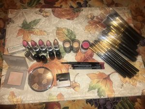Makeup and brushes for Sale in Commerce, CA