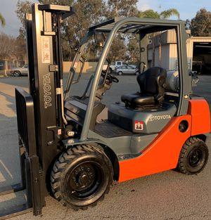 Toyota 8FGU25 5,000lb pneumatic forklift for Sale in Fresno, CA