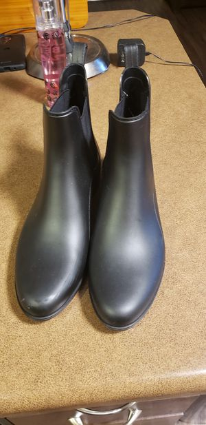 Womans size 11 rain boot in Amazing condition. for Sale in Lacey, WA