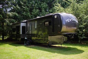 2012 Dynamax Triology 3800D3 38ft 5th wheel OBO for Sale in Issaquah, WA