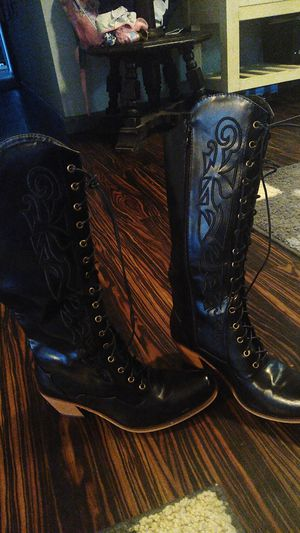 Woman's boots for Sale in Calexico, CA