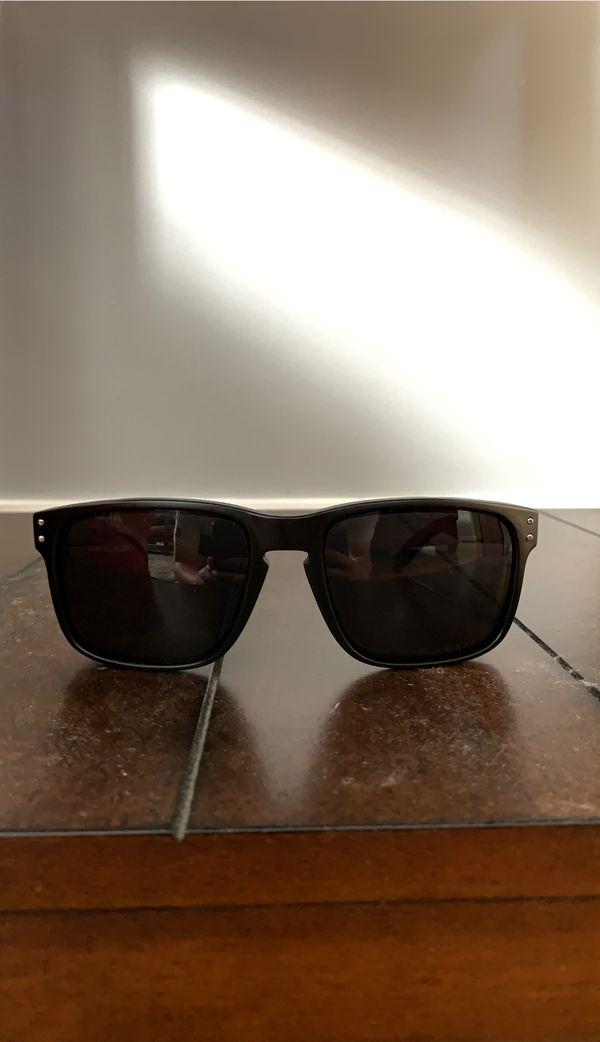 Oakley shades (Polarized)
