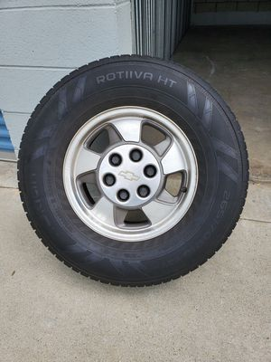 02 suburban rims and tires. for Sale in Baldwin Park, CA