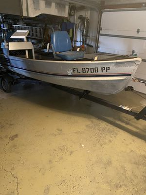 14 foot aluminum fishing boat with 25 hp Evinrude. for Sale in New Port Richey, FL