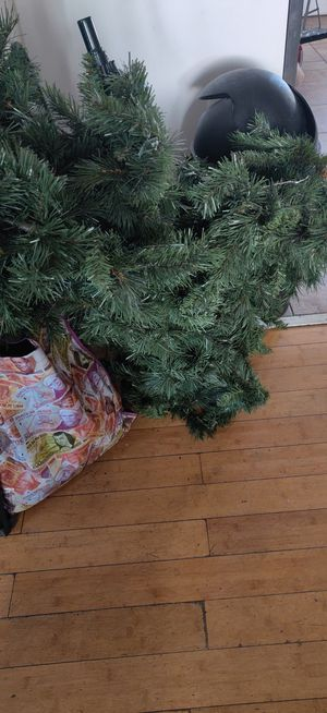 Free Fake Christmas Tree for Sale in Los Angeles, CA