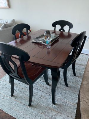 Solid wood dining set w/ 4 matching chairs for Sale in Orlando, FL