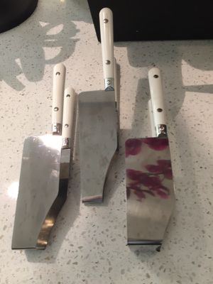 3-piece cake or lasagna stainless steel and serving tools w/white riveted handles for Sale in Washington, DC