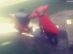 1994 Elite. sa50p. scooter runs great keys paper work hand first come first get cash only for Sale in Indianapolis, IN