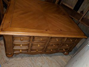 Pine Coffee Table for Sale in Kenbridge, VA