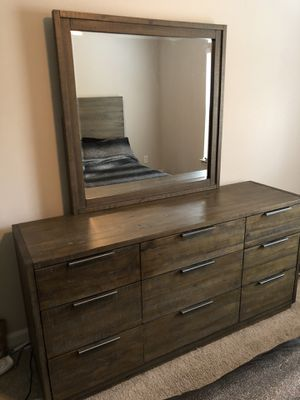 Dresser for sale!!! Comes with mirror for Sale in Atlanta, GA