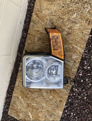 2006 - 2010 Jeep Commander OEM headlight, driver side , headlamp, front headlight, car auto front light for Sale in Glendale, AZ