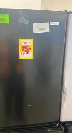 Igloo IRF32BK mini fridge ☺️☺️☺️ W4C09 for Sale in Fontana,  CA