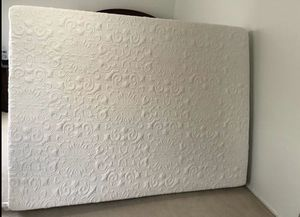 Queen size memory form with gal mattress comes with boxspring At a comfort scale rating of a 7.5, the Classic brands Cool Gel Memory Foam 14 Inch Plu for Sale in Renton, WA