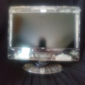 Flat screen TV 13 inch clear for Sale in Amherst, VA