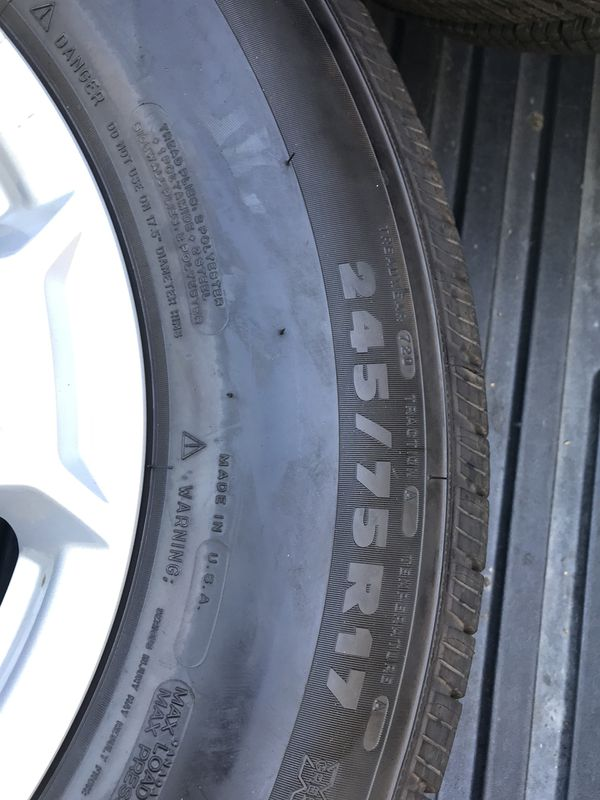 Jeep Wrangler wheel and tires Michelin
